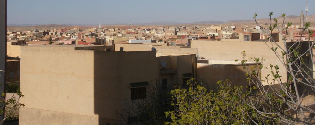 Die Stadt beherbergt ungefähr 56000 Einwohner.