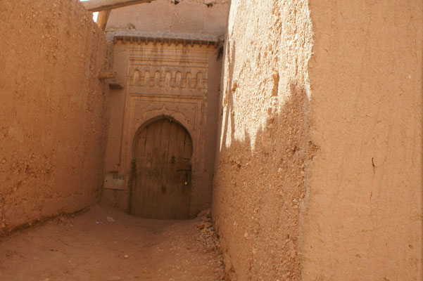 Alte kunstvolle Eingangstore