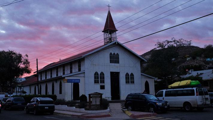 Die fast vollständig aus Stahl gebaute Kirche Santa Barbara in Santa Rosalia
