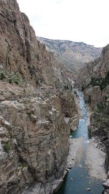 .... und Blick runter in die Schlucht vom Bufallo Bill Dam