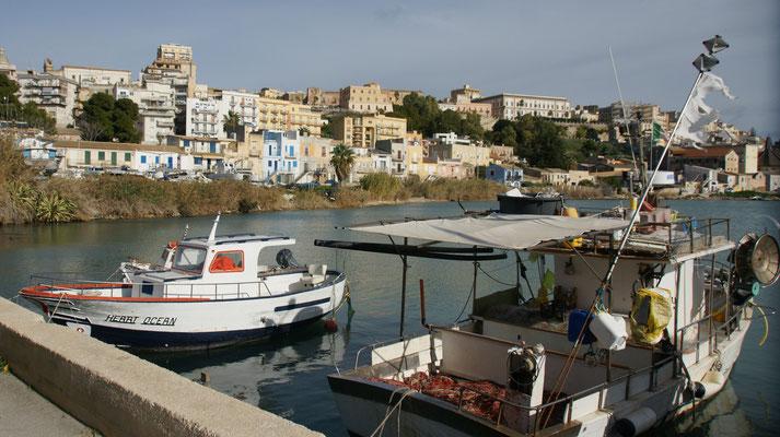 Am Hafen von Sciacca