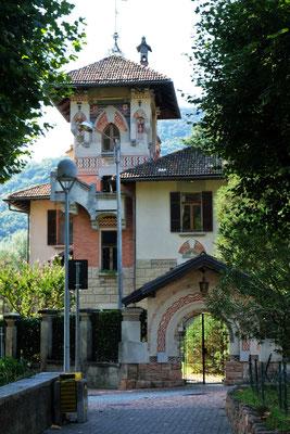 Schöne alte Villen im Dorf