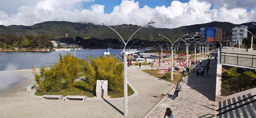 Die Seepromenade sieht sehr neu aus