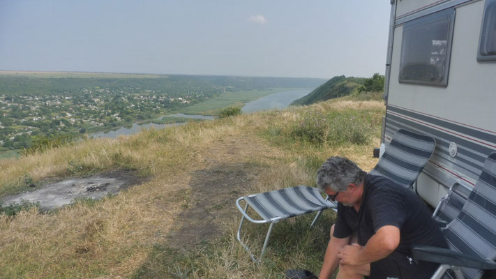 Wir stehen bei Tipova, hoch über der Dnister, dem schönsten Platz in Moldawien