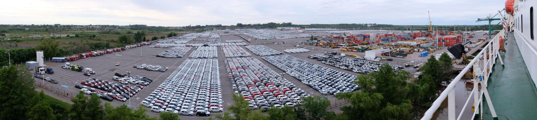 Es müssen Tausende und Abertausende Neufahrzeuge sein, die von hier exportiert werden