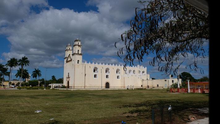 In jedem Dorf gibt es eine grosse Kirche...