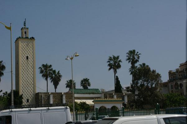 ....neben der Moschee