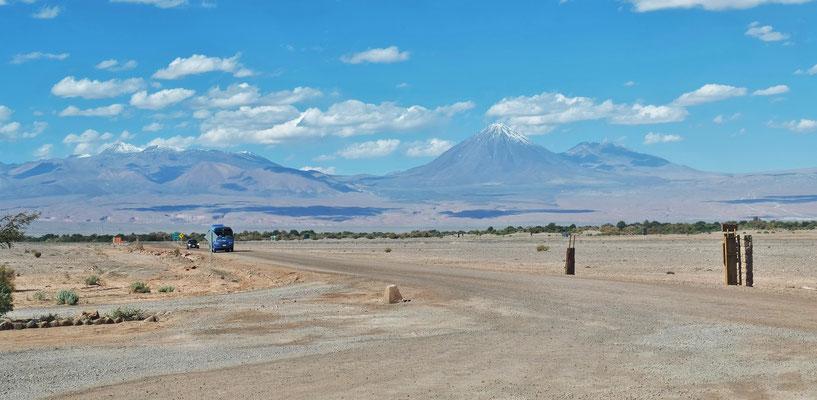 Wieder raus auf die Piste zum Valle de Luna, wo man uns nicht rein lässt.