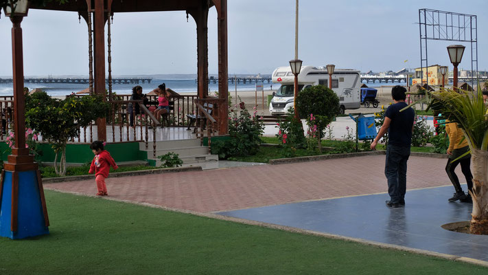 Auch der kleine Park mit dem Spielplatz ist herausgeputzt