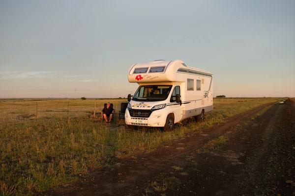 Unser Uebernachtungsplatz neben der Erdpiste, irgendwo im Nirgendwo von Urugay