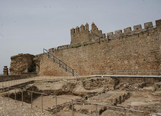 Ganz alt gegen Alt Burg von Moura