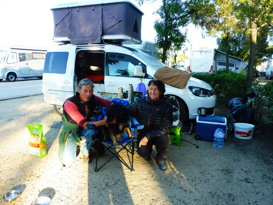 Die Rückkehrer aus Marokko. Doris, Holger mit Mia