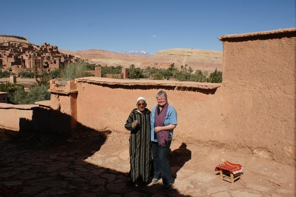 Die Führung beginnt im neuen Stadtteil. Hinten, ganz oben der Agadir.