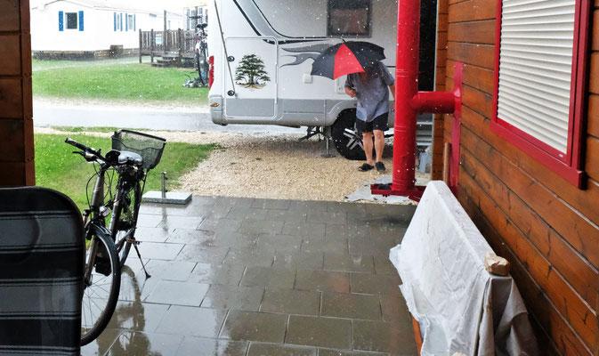 Dann kommt der Hagel auf dem Camping in Orsingen