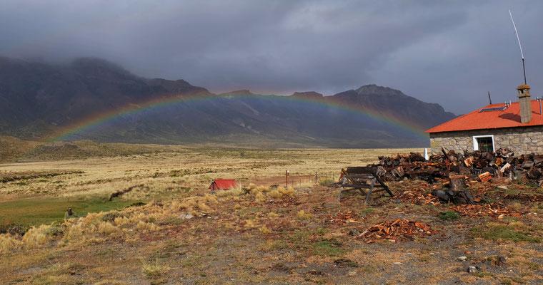 Der Regenbogen empfängt uns