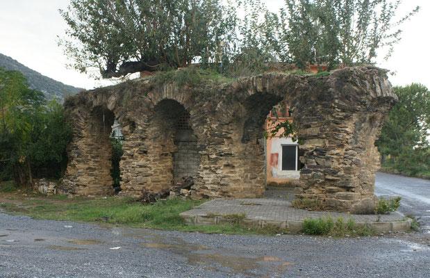 Die Ueberreste des römischen Aqäduktes
