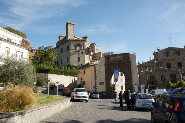 Die Burg von Bolsena über der Stadt.