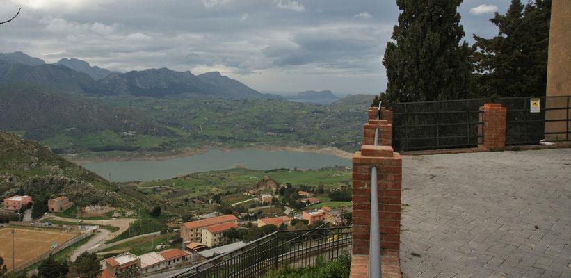 Blick auf den Lago Rosamarina