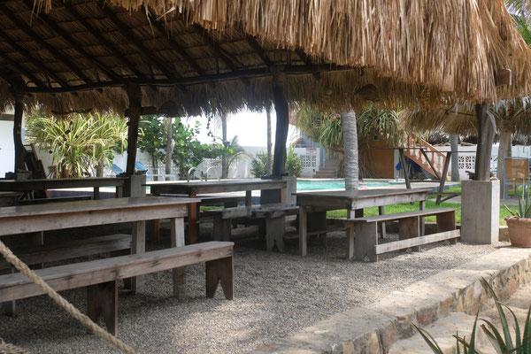 Ein Restaurant mit Pool gibt es ebenfalls auf dem Platz
