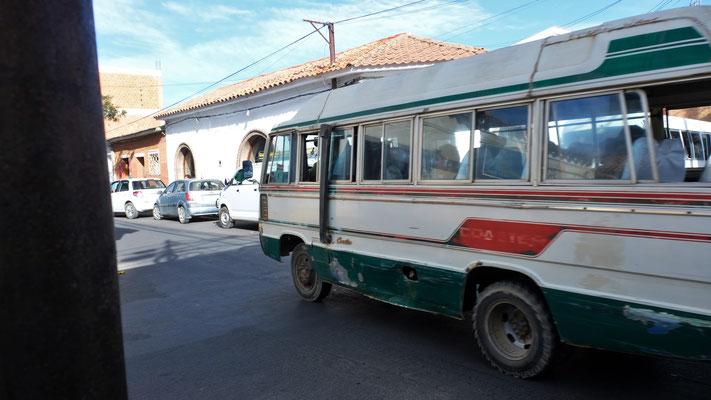 """Aber nicht jedes Gefährt ist neu. Die Busse in Tarija sehen zum Teil recht """" schiiter"""" aus."""