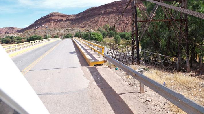 Die alte Brücke in Puente wurde zum Glück für uns durch eine neue ersetzt.