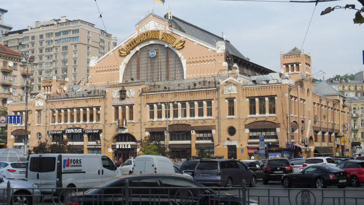 Eine Markthalle in Kiew
