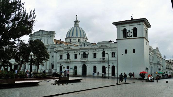 ...... kaum im historischen Zentrum von Popayan angekommen,...