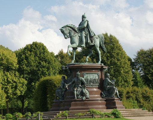 Da kommt er geritten zum Schloss Schwerin