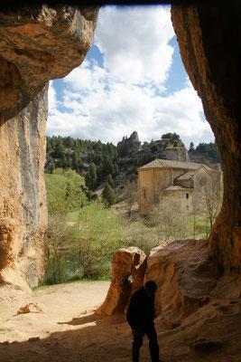 Blick aus der Grotto bei der Eremitage im Canon del Rio Lobos