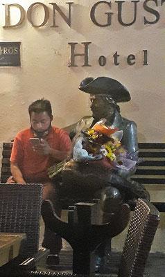 Der Blumenverkäufer ruht sich bei Don Gustavo aus