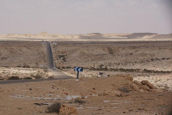 Jetzt kommt wieder das hügelige Gelände in der Westsahara
