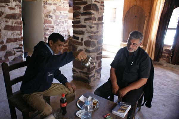 Tee im restaurierten obersten Teil von Assa