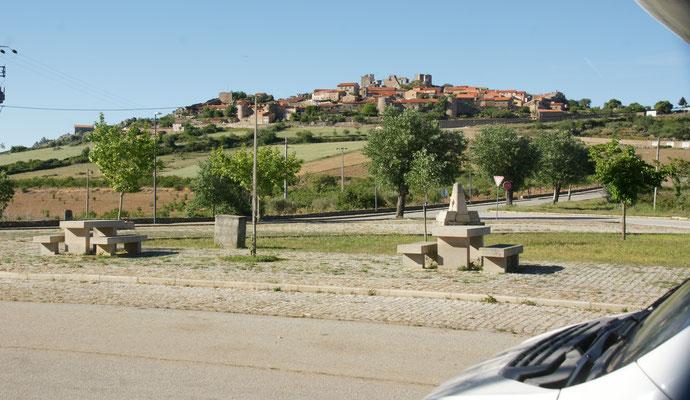 Unser Uebernachtungsplatz vor Castelo Rodrigo mit bestem Blick aufs Städtchen