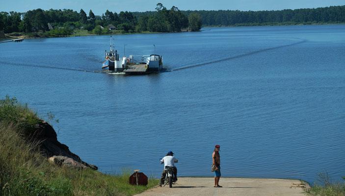...und steil runter an den Rio Negro
