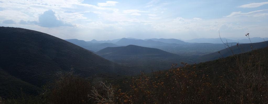 Wunderschöne Ausblicke von 2200 m Höhe auf die umliegenden Berge