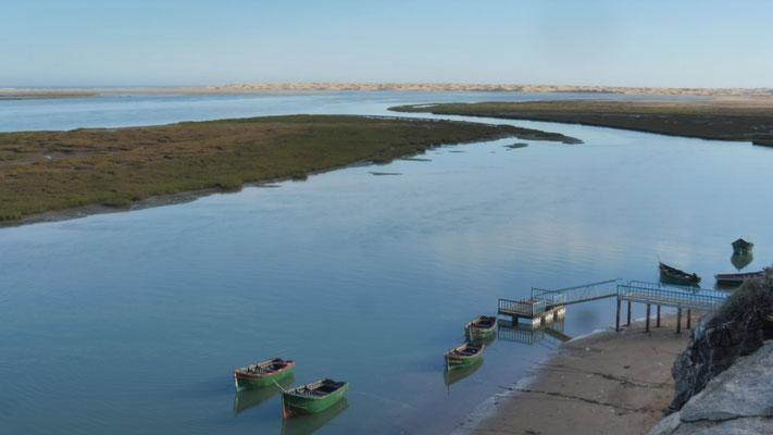 Die Fischerboote im See.