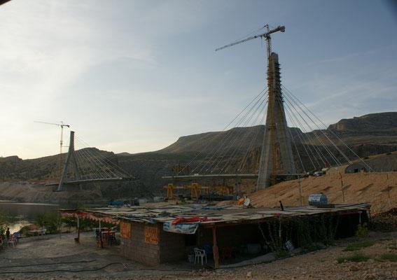 Brücke ist im Bau