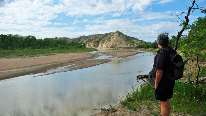 ..... unser Marsch endet abrupt am Fluss mit seinem steilabfallenden Ufer.