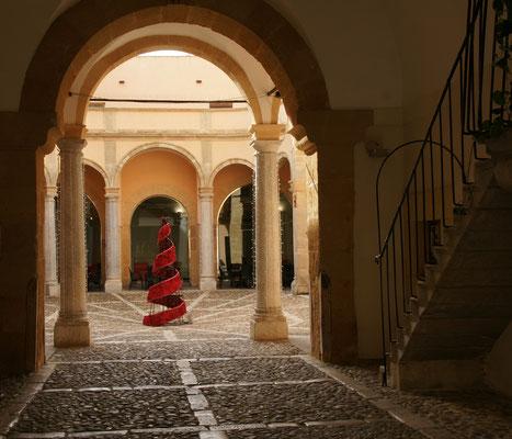 Innenhof eines Palazzos. Jetzt Hotel