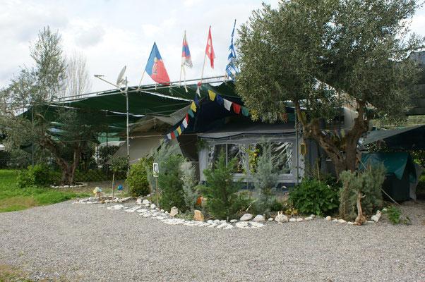 Besuch auf dem Nachbarcamping. Heinz aus der Schweiz wurde vor 2 Jahren hier sesshaft.