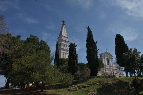 Kirche Euphemia zuoberst über der Stadt