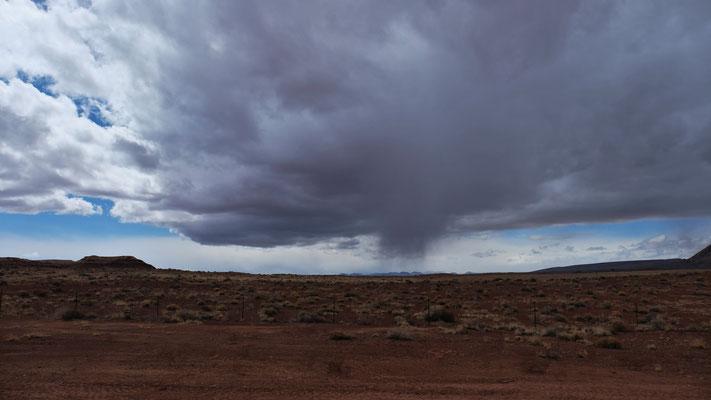 Keine Windhose, einfach eine Wolke die sich entlädt.