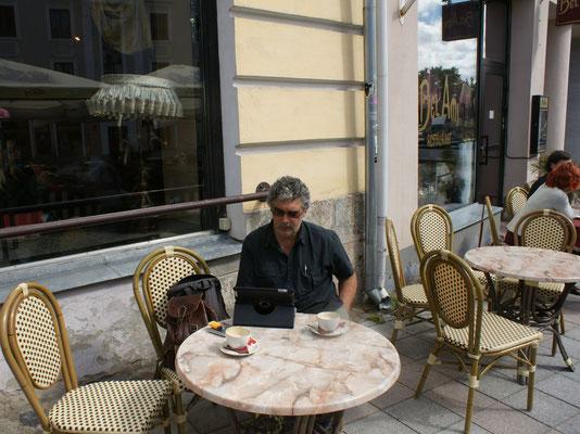 Warten bis das gestrige Restaurant öffnet