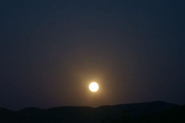 Auch heute wieder geht der Mond auf