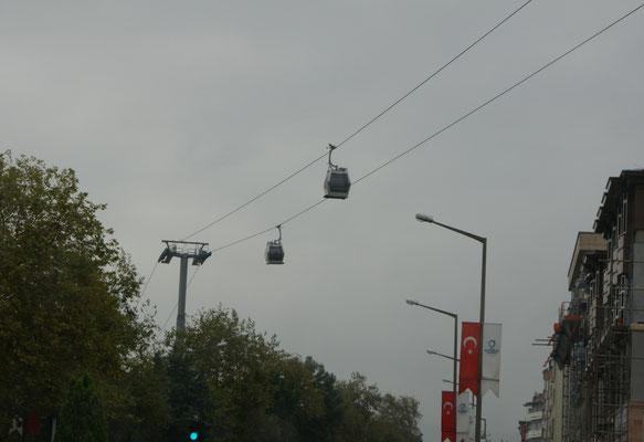 Ordu Luftseilbahn über der Stadt