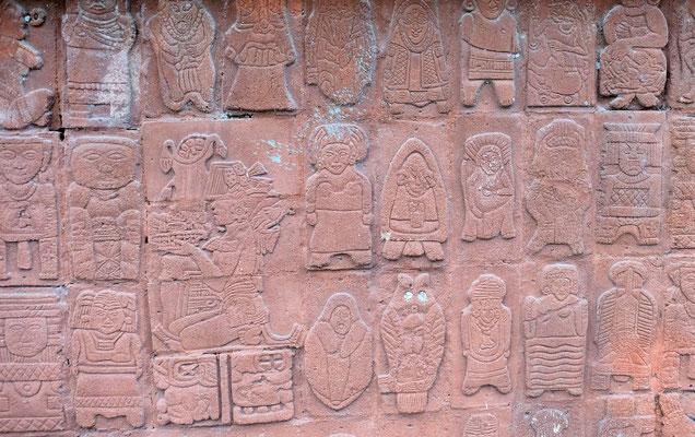 Mayatafeln an der Tempelmauer