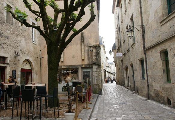 Gassen mit Beizlein in den Mauern der Altstadt von Perigueux