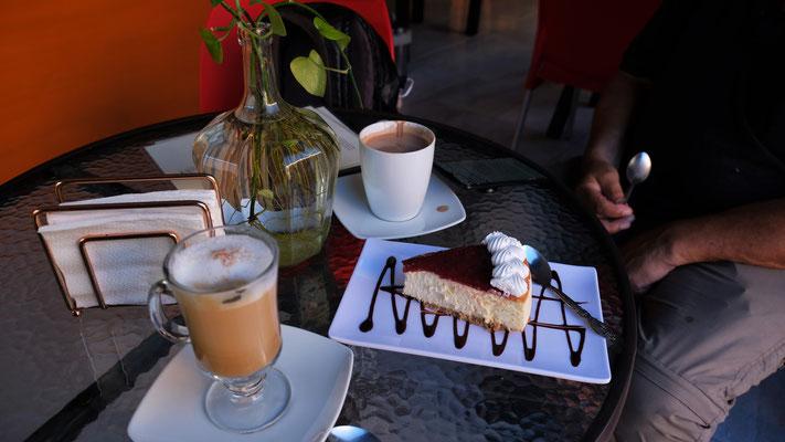 Noch ein feiner Kaffe oder wahlweise eine schmackhafte Schokolade und Kuchen und ......