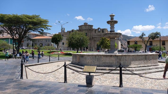 Der Plaza Armas mit der Kathedrale im Hintergrund