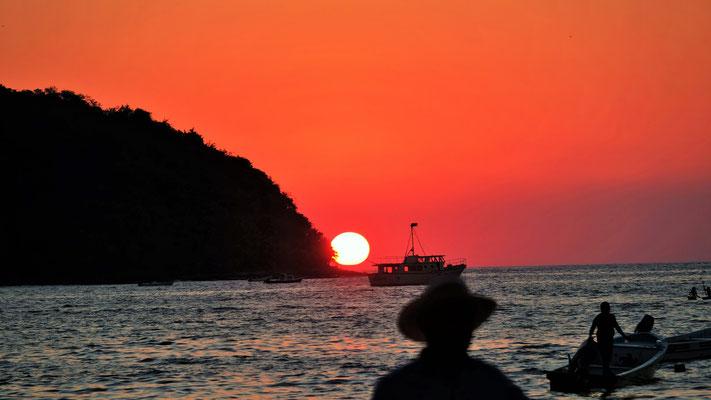 Der vorläufig letzte Sonnenuntergang am stillen Ozean.